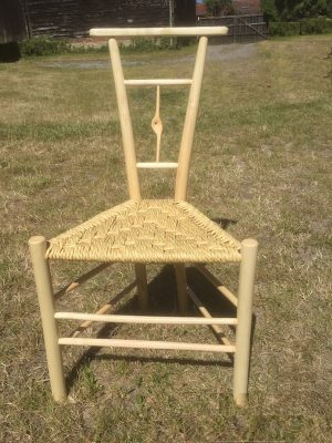 Single Knotty Spindle Gentleman's Chair